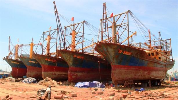 Cảnh cáo sếp đăng kiểm vì không biết tàu cá tráo máy