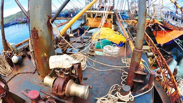 Cảnh cáo đăng kiểm vụ tráo máy tàu thép: Những tâm tư