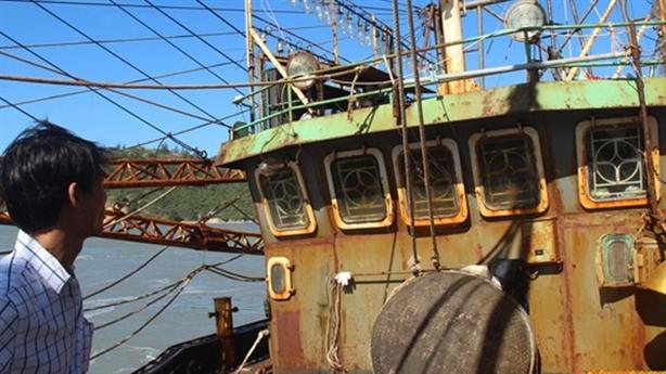 Cảnh cáo đăng kiểm vụ tráo máy tàu thép: ĐBQH nói thẳng!