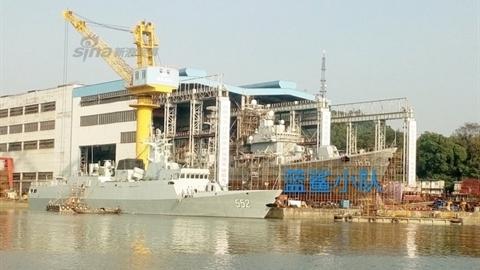 Trung Quốc bất thường sửa khu trục hạm sắp loại biên