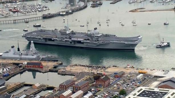 Siêu hạm HMS Queen Elizabeth không chịu được sóng lớn