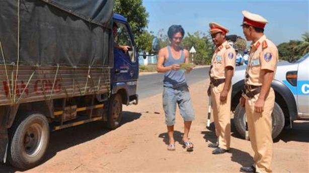 Băn khoăn 'BOT' cảnh sát giao thông: Thực tế khó phủ nhận