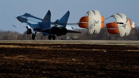 F-22 có thể dính đòn của MiG-31 khi chưa kịp hiểu gì