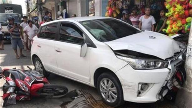 Công an lái ôtô vật chứng gây tai nạn: Đòi xe mới