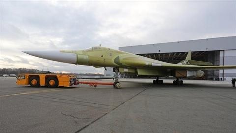 Máy bay ném bom chiến lược Tu-160M2 chính thức ra mắt