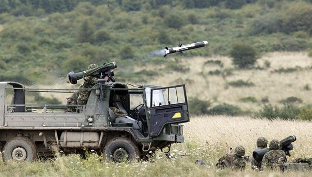 T-14 Armata gặp nguy khi Javelin vây kín Nga