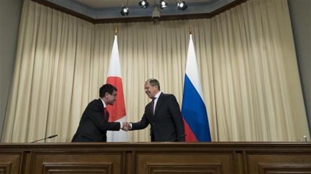 Phớt lờ Mỹ, Nhật hâm nóng tình cảm với Nga