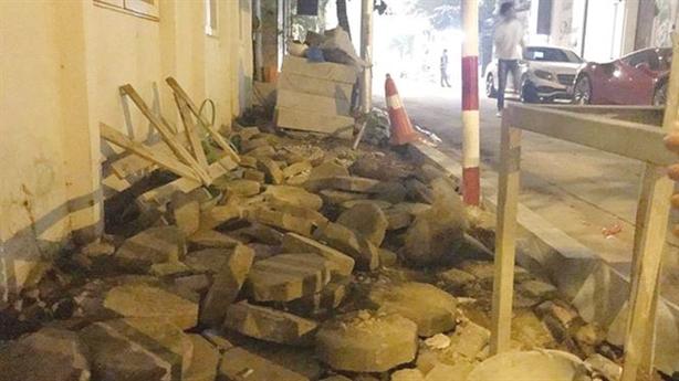 Hàng vạn m2 gạch cũ lát vỉa hè Hà Nội đi đâu?