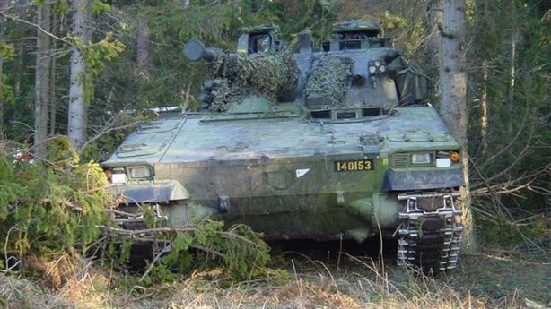 Siêu xe chiến đấu Thụy Điển chìm trong tập trận