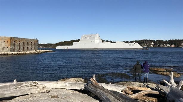 Siêu hạm Mỹ bị tước vũ khí