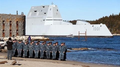 Nga khiến siêu hạm USS Michael Monsoor lộ hàng tá lỗi