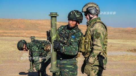 Vệ binh quốc gia Nga học cách dùng vũ khí Trung Quốc