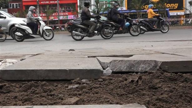 Hà Nội quyết truy trách nhiệm việc lát đá vỉa hè