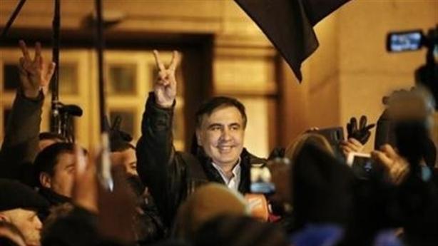 Ukraine: Phương Tây đã chọn Saakashvili để gạt Poroshenko?