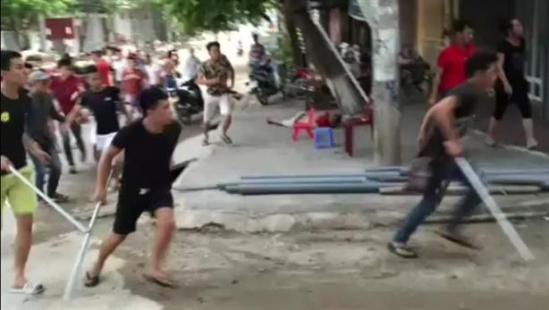 Chém đứt gân tay khách Tây tại Saigon Square
