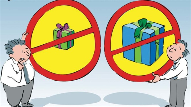 Bàn thêm việc lãnh đạo TP.HCM bị cấm nhận quà Tết