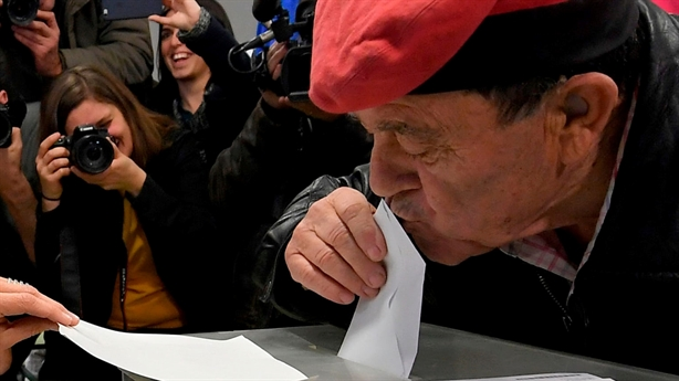 Hậu bầu cử Catalonia: Madrid muốn bỏ tù người thắng cuộc