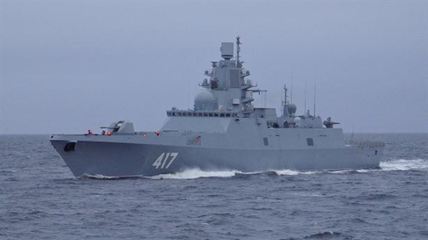 Anh dùng tàu loại biên áp sát chiến hạm tàng hình Nga