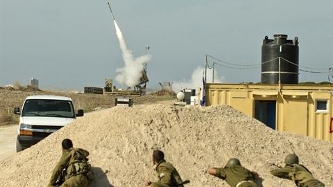 Dân Israel hoảng loạn vì Iron Dome để lọt mục tiêu