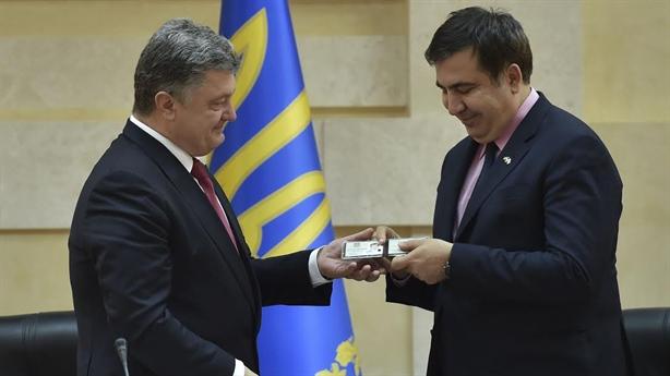 Ông Poroshenko đang phải trả giá đắt vì hộ chiếu Ukraine