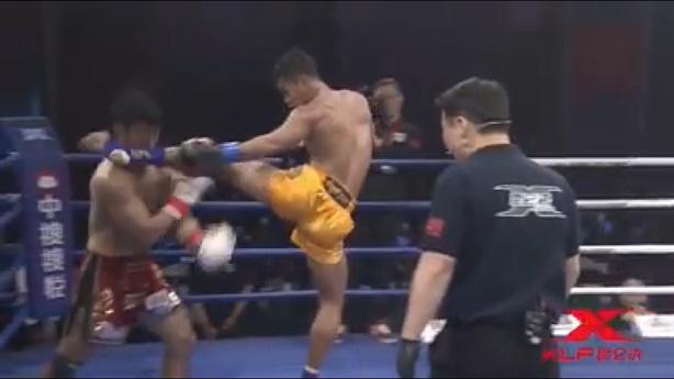 Võ sĩ Muay Thái hạ knock-out đối thủ bằng 1 cú đá