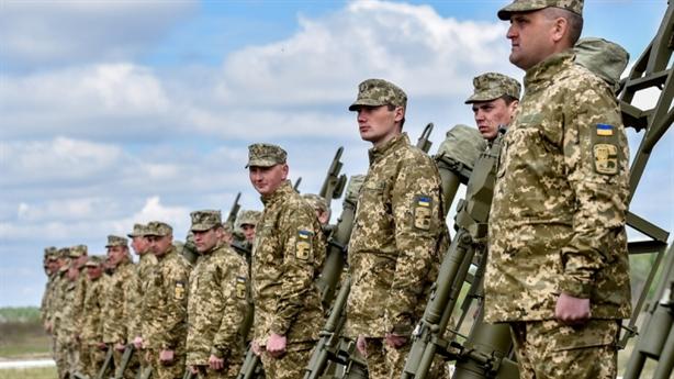 Mời binh sĩ Ukraine đến Crimea, Nga coi thường đối thủ...