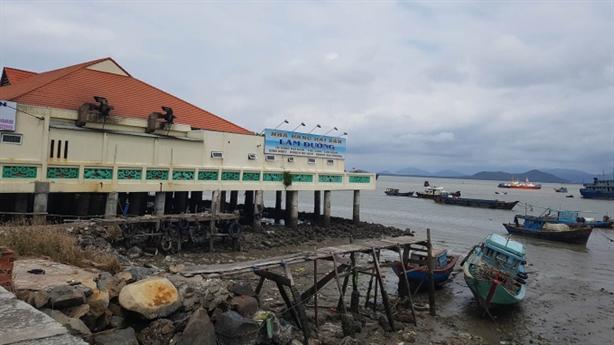 Nhà hàng, khách sạn băm nát bờ biển Vũng Tàu