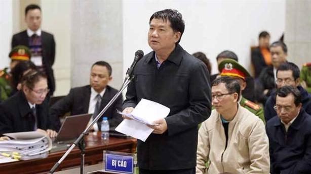 Ông Đinh La Thăng cúi đầu xin lỗi nói về món nợ