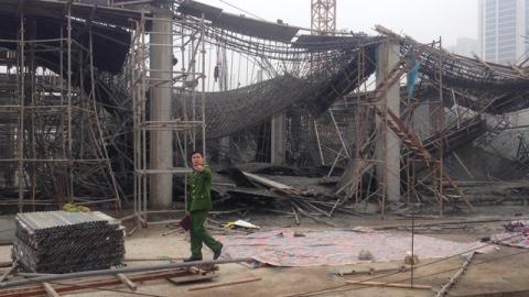 Hà Nội: Sập giàn giáo công trình, 6 người thương vong