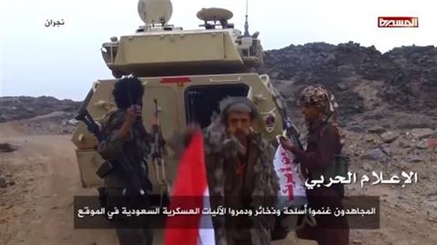 Binh sĩ Saudi Arabia bỏ vũ khí khủng chạy thoát thân
