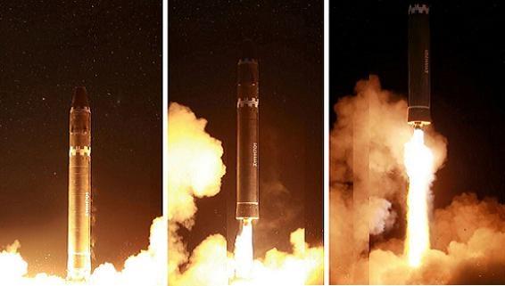 Sau ICBM Hwaseong-15, Triều Tiên sẽ có 80 đầu đạn hạt nhân?