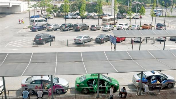 Cục hàng không xin dừng thu phí ô tô vào sân bay
