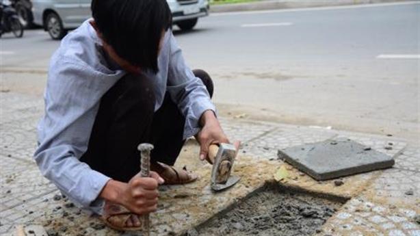Dân dẫm hỏng vỉa hè phục vụ APEC: Tiết lộ sốc