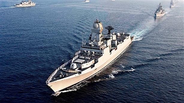 Cả biên đội tàu Ấn Độ 'đón' chiến hạm Trung Quốc