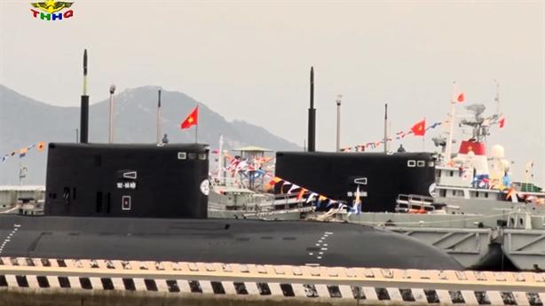 Hải quân Việt Nam huấn luyện với vũ khí hạng nặng