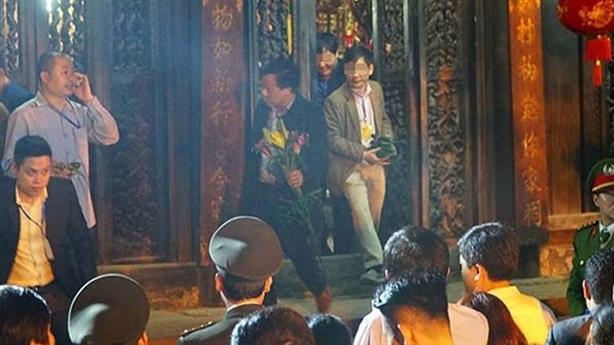 Đại biểu lấy lộc đền Trần trước dân: 'May mắn thì được'