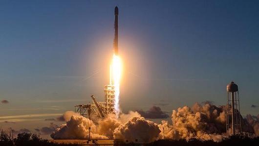 SpaceX phóng vệ tinh, khai tử luôn Falcon 9