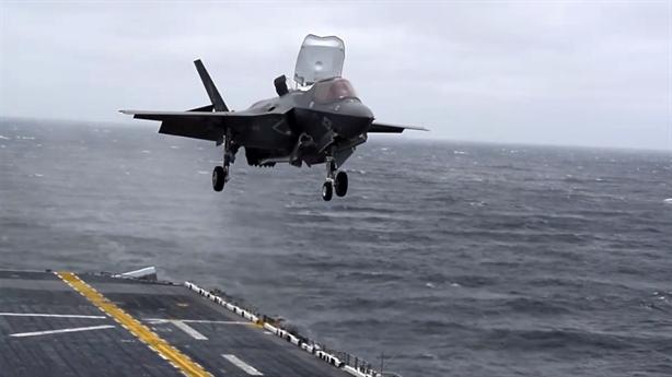 F-35B phô diễn khả năng đặc biệt tại Nhật Bản