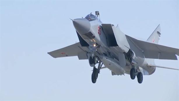 MiG-31 bắn siêu tên lửa Kinzhal, đô đốc Mỹ phản ứng nóng
