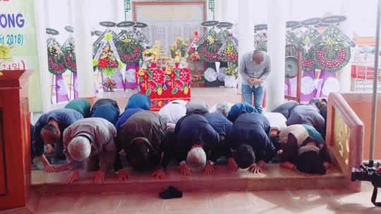 Người Hàn Quốc quỳ gối tạ lỗi vụ thảm sát Hà My