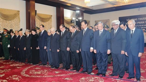 Lãnh đạo Đảng, Nhà nước viếng nguyên Thủ tướng Phan Văn Khải