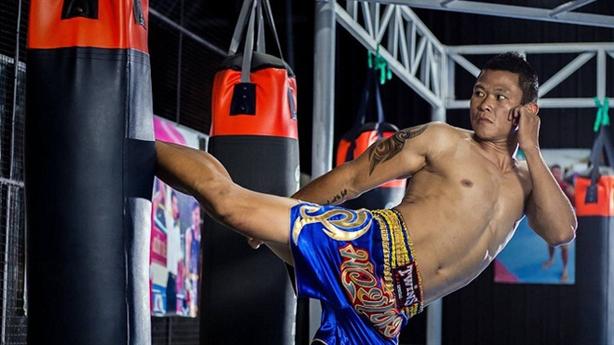 Vua kickboxing Việt Nam khiến đối thủ bất tỉnh 15 phút
