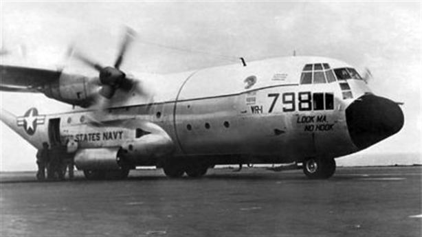 Clip: Ngựa thồ C-130 lần đầu hạ cánh trên tàu sân bay