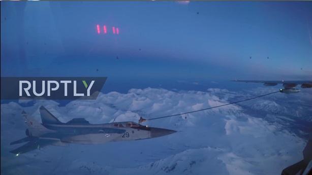 Mỹ cười nhạt trước màn tiếp dầu cao 7 km của MiG-31