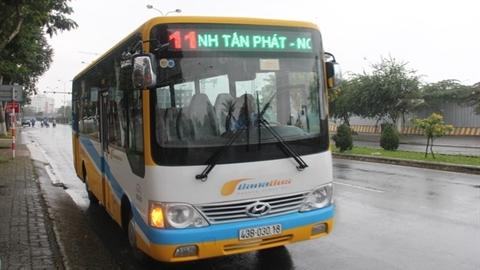 Tài xế xe buýt đuổi học sinh vì mua vé tiền chẵn