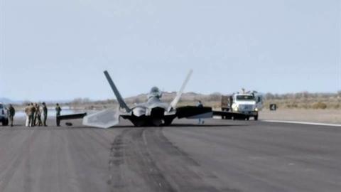 Tiêm kích F-22 gặp nạn, 200 triệu USD tan thành mây khói?