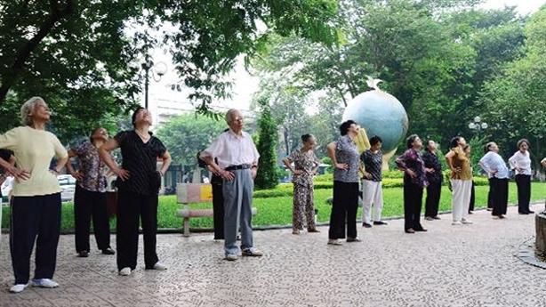 Lại đề xuất tăng tuổi hưu: Nhìn kỹ hai phương án
