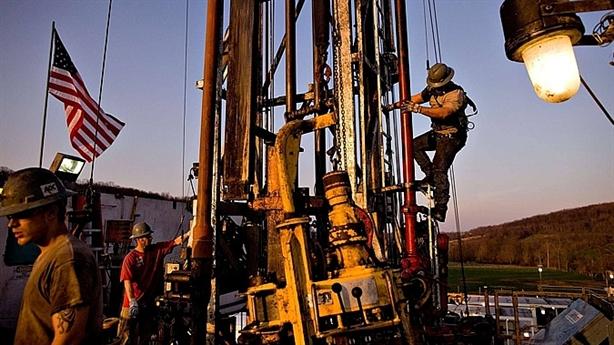 Mỹ hút mạnh dầu kiếm lời, chỉ còn đứng sau Nga