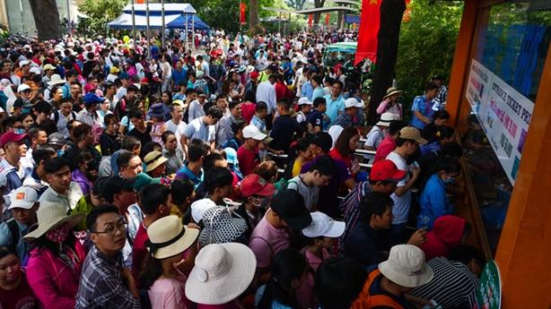 Vui chơi dịp nghỉ lễ: Khách Trung Quốc cũng tăng bất thường