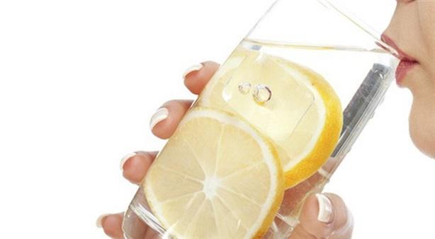 Thời điểm uống nước chanh tốt nhất khiến bạn bất ngờ!